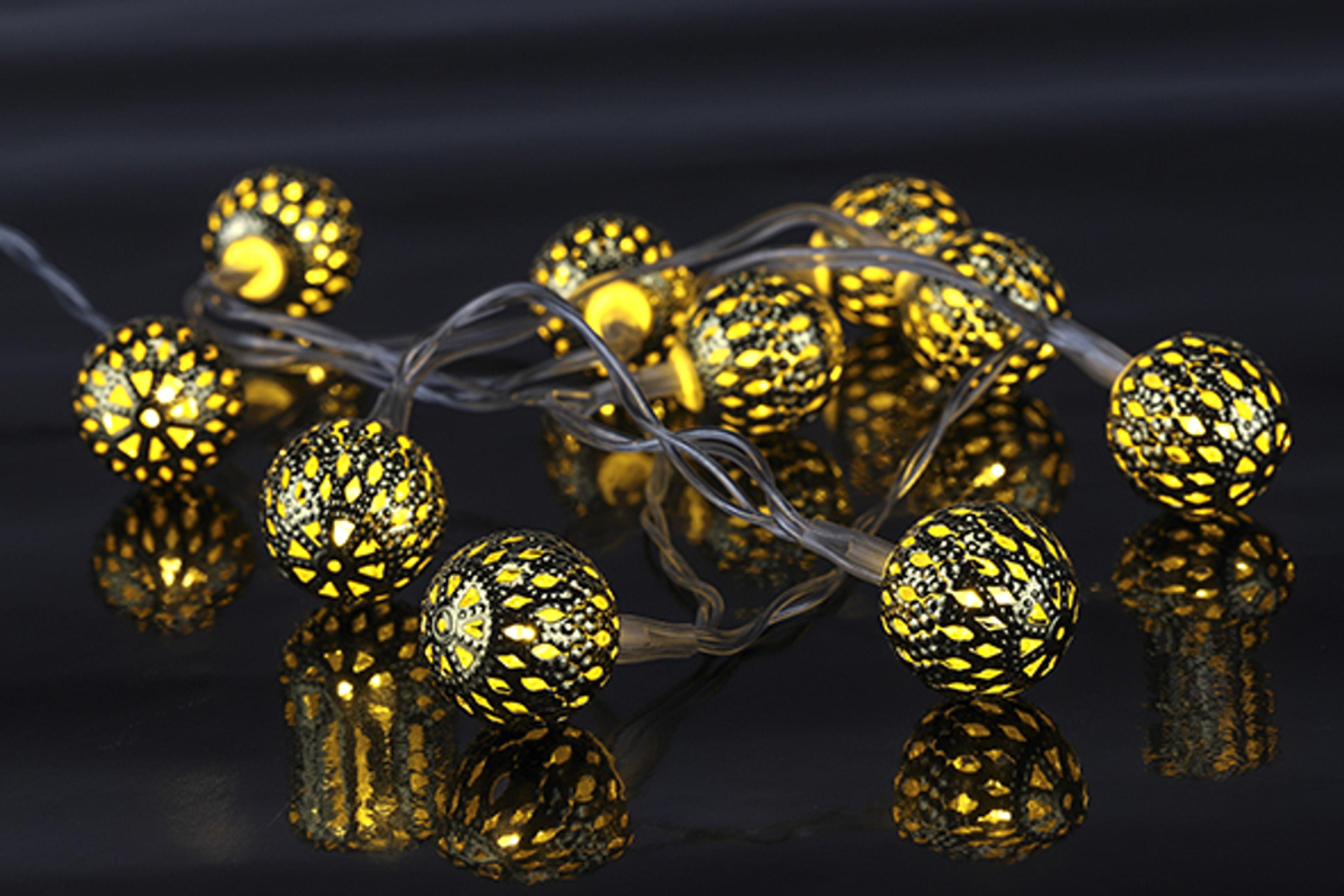 Led Lichterkette Weihnachten.Led Lichterkette Weihnachtsdeko Weihnachten Beleuchtung Mit Silbernen Dekobällen